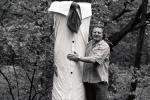 3 Milan Knížák, Freundschaft mit einem Baum, 1980