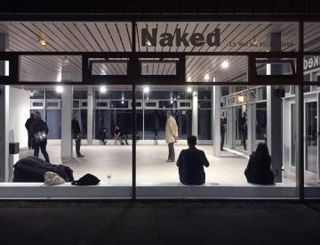 """5 Das Publikum erkundet den Raumklang von """"Interior Landscapes IIA"""""""