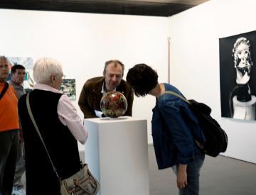 """8 """"Unechte Landschaft"""" - Besucher in der Ausstellung"""
