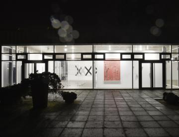 """2 Michael Müller: """"Vor und hinter dem Glas"""" (Installationsansicht)"""